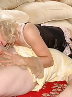slave gets nylon treatment