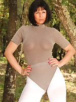Gorgeous MILF in her white pantyhose